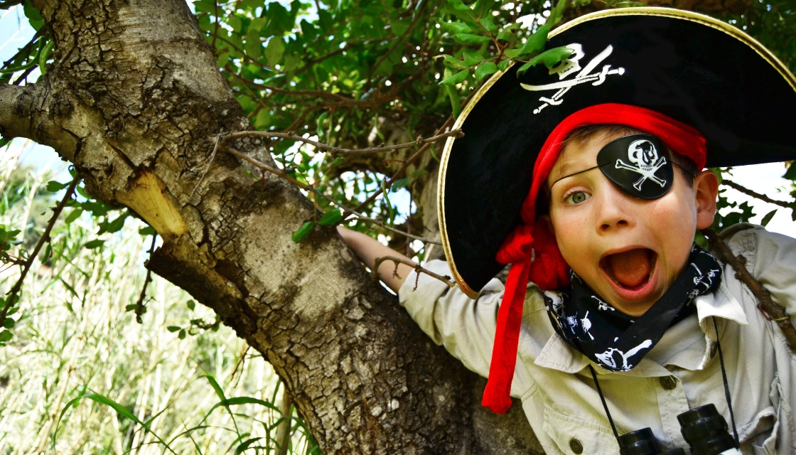 Archie Playing Pirates